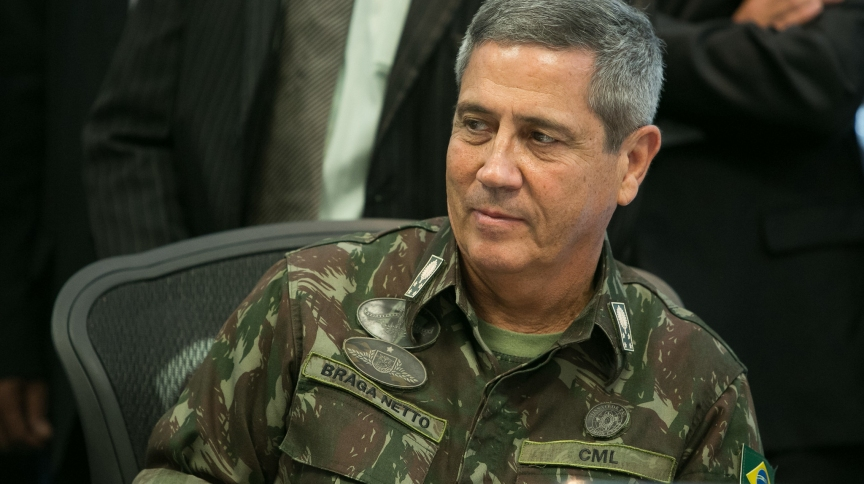 Fardado, Braga Netto é o nono militar do primeiro escalão de Jair Bolsonaro e primeiro a assumir a pasta desde a ditatura.