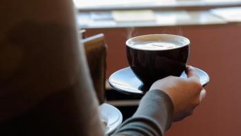 Especialista elenca fatores que podem influenciar na metabolização da cafeína; algumas associações sugerem o máximo de 400 miligramas por dia