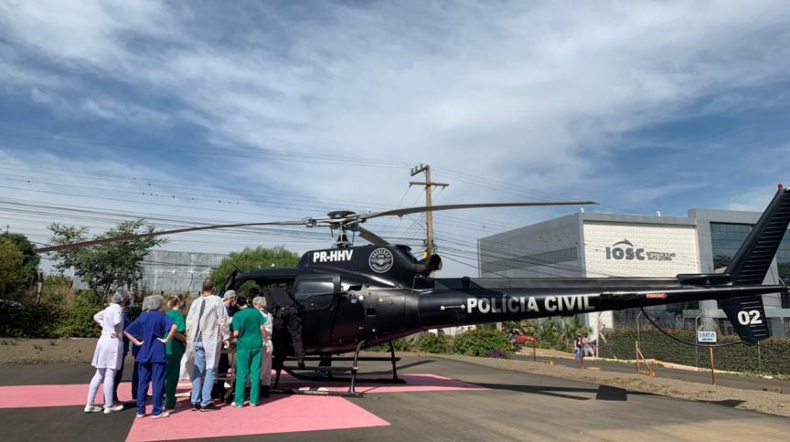 Vítimas do ataque à escola em Saudades, no estado de Santa Catarina, são socorridas com auxílio de helicóptero da Polícia Civil