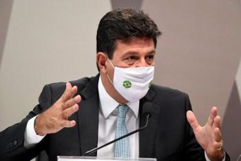 Entre os pontos também destacados por Calheiros e Rodrigues também está a adoção da cloroquina a despeito da orientação contrária do Ministério da Saúde