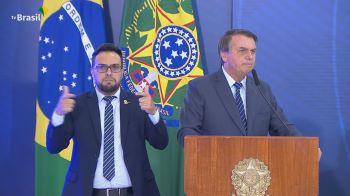 O presidente do TSE, Luís Roberto Barroso, disse que o voto impresso defendido por Bolsonaro não impede fraudes eleitorais