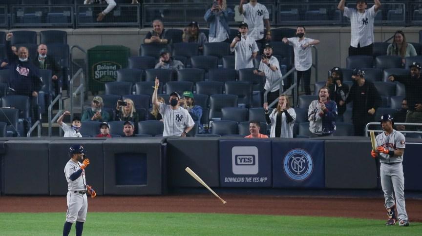 Beisebol? torcedores do Yankees durante partida do time contra o Astros em Nova York (04.mai.2021 )