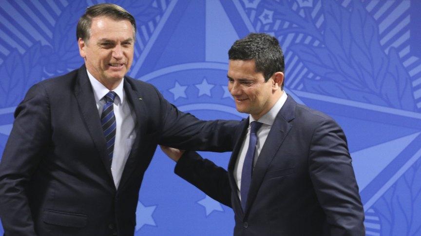 O presidente Jair Bolsonaro e o ex-ministro da Justiça Sergio Moro em solenidade em Brasília (17.jun.2019)