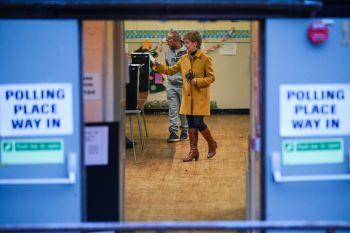 Primeira-ministra da Escócia, Nicola Sturgeon, afirmou que o referendo sobre a independência da Escócia pode ocorrer até 2023, caso seu partido tenha maioria