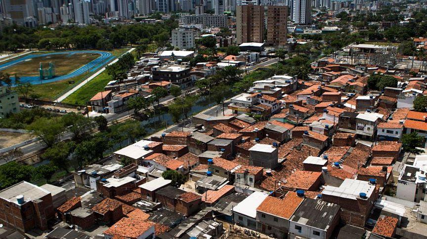 Bairro de Boa Viagem, no Recife, é marcado por alta desigualdade social em seu território
