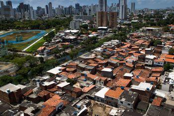 Uma pesquisa desenvolvida pelo Observatório das Metrópoles mostrou que pandemia em 2020 agravou pobreza