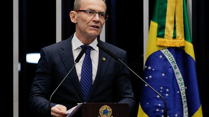 O senador Fabiano Contarato (Rede-ES) no Plenário (11.fev.2020)