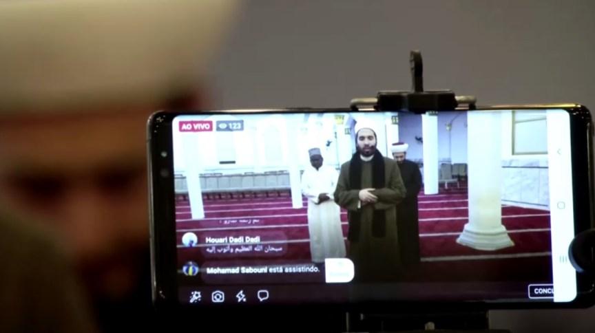 Com o objetivo de evitar aglomerações, mesquita de São Paulo transmite orações nas redes sociais