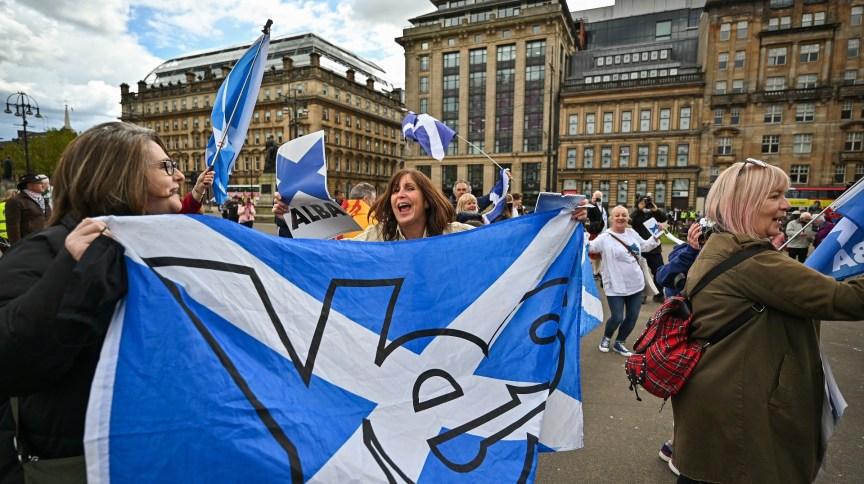 Escoceses se manifestam em Glasgow a favor da independência do país