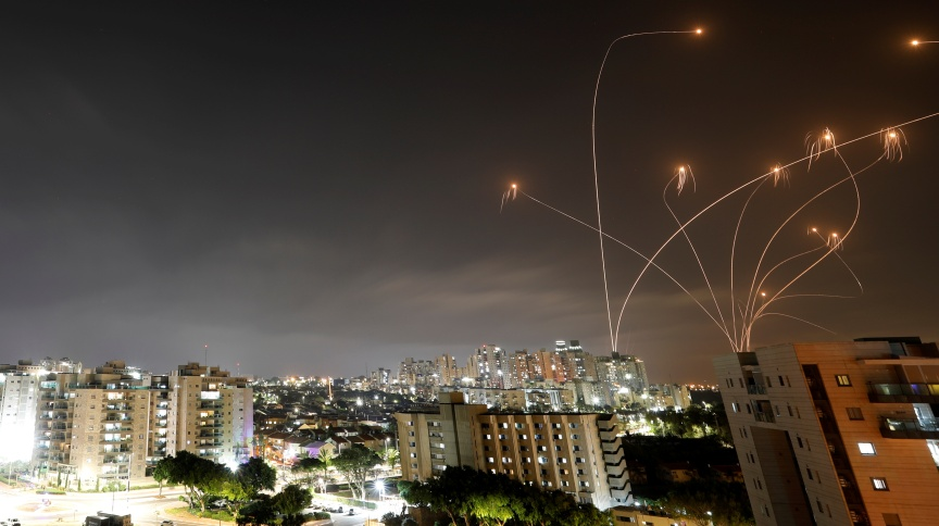 Sistema antimísseis de Israel intercepta foguetes lançados da Faixa de Gaza 10/05/2021