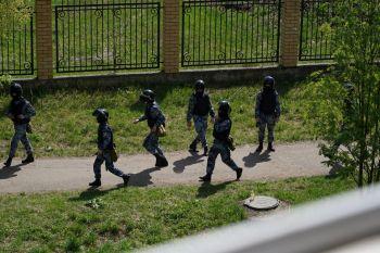 Atirador, de 19 anos, foi preso e tinha registro da arma; vídeos registraram fuga de crianças da escola