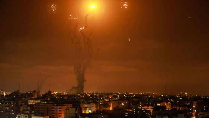 Foguetes são disparados pelo movimento islâmico palestino Hamas, de Gaza, a Israel