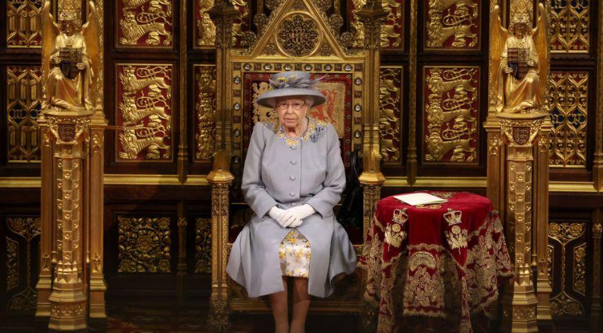 Rainha Elizabeth II reabriu os trabalhos no Parlamento do Reino Unido nesta terça-feira (11)
