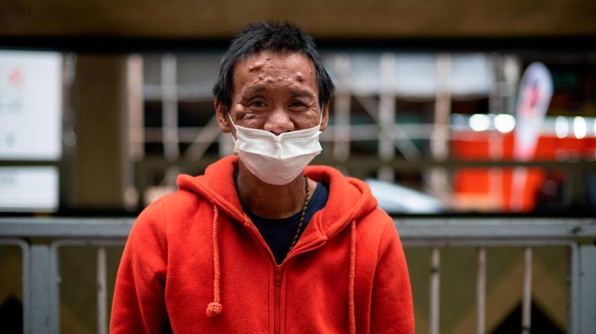 Lum Chai, de 45 anos, mora em um apartamento com menos de 30 metros quadrados em Hong Kong