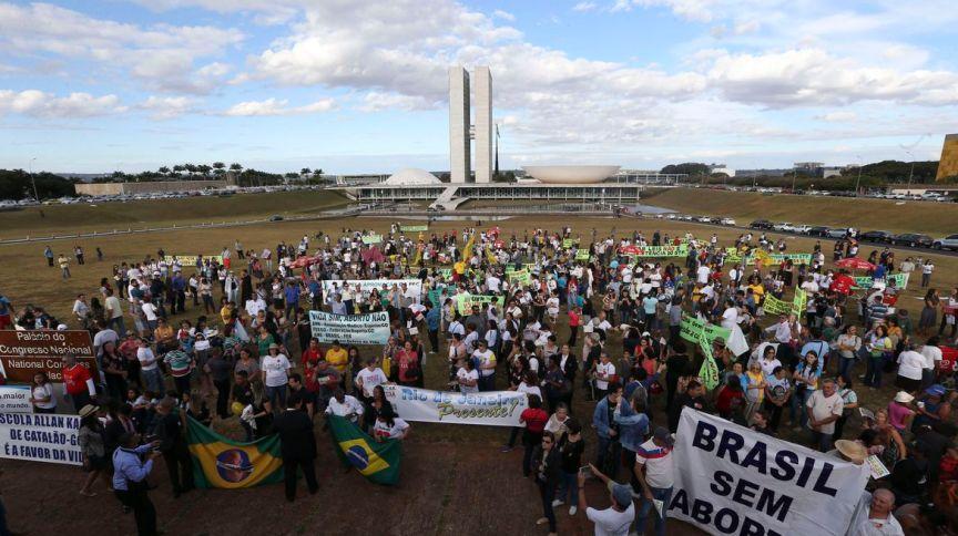 Marcha critica discussão no STF sobre descriminalização do aborto