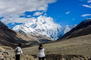 A dupla, formada por um americano e um suíço, foi encontrada em pontos diferentes da montanha; foram as primeiras mortes no pico nesta temporada