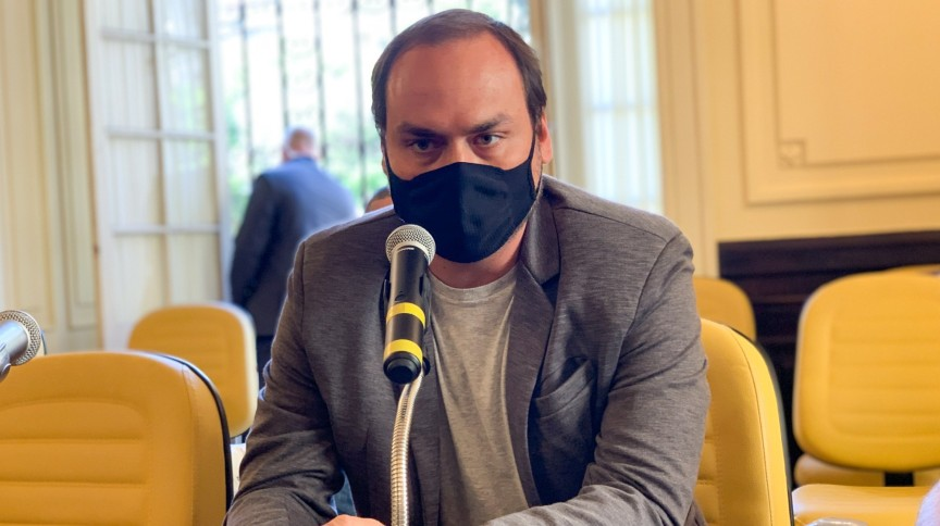 O pedido de convocação de Carlos Bolsonaro foi feito por Alessandro Vieira (Cidadania-SE)