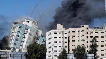 Israel bombardeia casa do líder do Hamas e de famílias palestinas enquanto grupo palestino lança mais de 100 foguetes contra país vizinho
