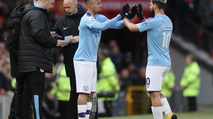 Gabriel Jesus substitui Sergio Agüero em partida do Manchester City; Fifa quer elevar número de trocas de jogadores temporariamente para reduzir risco de atletas se lesionarem