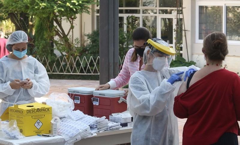 Vacinação contra o coronavírus em Botucatu, interior de São Paulo
