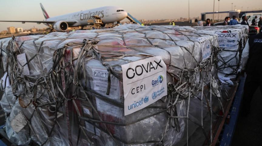 Vacinas do consórcio Covax são descarregadas em aeroporto no Sudão