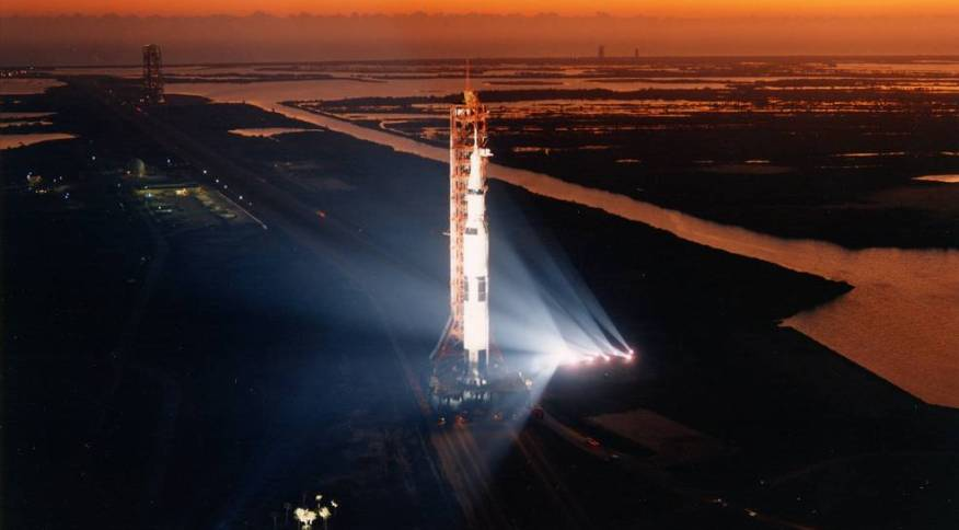 Nave da missão Apollo 13 em preparação para lançamento