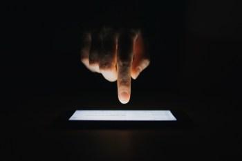 Especialistas listam as principais características dos 'bots' que tentam se passar por humanos na internet
