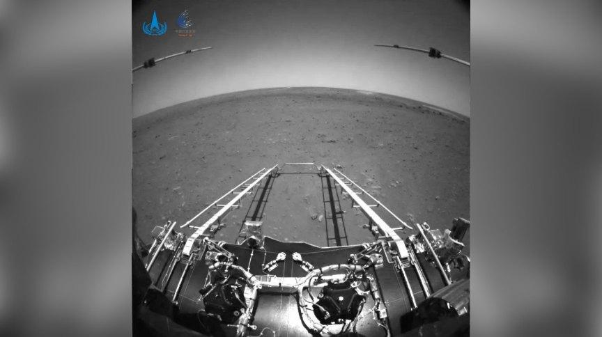 China divulgou as primeiras imagens tiradas por seu rover em Marte