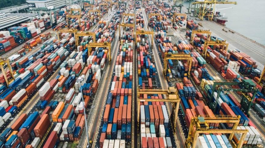 Containers em Singapura: pandemia dita novos processos na cadeia de suprimentos global