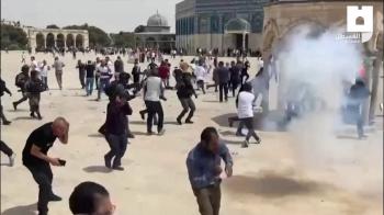 Polícia israelense usa munição de atordoamento contra palestinos que protestavam na Mesquita de Al-Aqsa; Egito enviará delegações para monitorar cessar-fogo