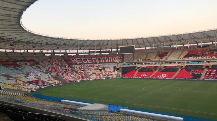 Estádio do Maracanã enfeitado com faixas para a final do Carioca