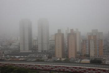 Passagem de frente fria provoca chuvas, por vezes moderada, na capital, segundo o Centro de Gerenciamento de Emergências Climáticas da Prefeitura