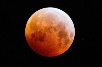 Lua cheia estará no ponto mais próximo da Terra e parecerá maior e mais brilhante