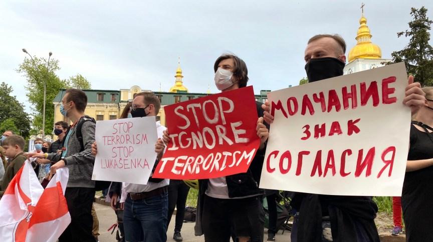 Protesto em Kiev, na Ucrânia, pela prisão do jornalista opositor Roman Protasevich pelo governo bielorrusso