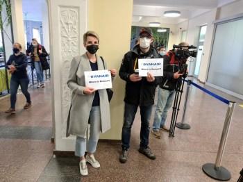 Segundo a Ryanair, 126 pessoas deixaram Atenas, mas só 121 chegaram a Vilnius; suspeita é que espiões estavam no voo e desembarcaram em Minsk