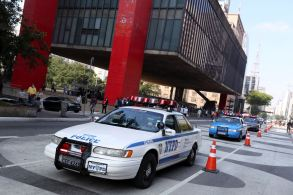 Por trás do espetáculo está um grupo de fãs obcecados por uma das forças policiais mais reconhecidas do mundo