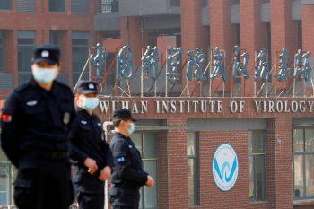 Governo chinês critica norte-americanos por seguirem com a teoria de que a Covid-19 teria sido criada em laboratório