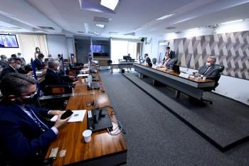 Entre os alvos estão: Eduardo Pazuello, Ernesto Araújo, Filipe Martins e Fábio Wajngarten