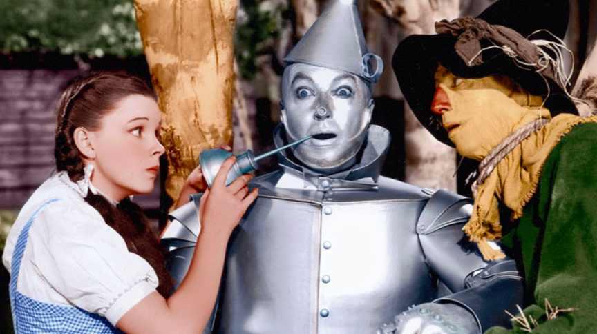 O Mágico de Oz: clássico absoluto do cinema. O Mágico de Oz foi lançado em 1939 e foi a tentativa da MGM de responder ao sucesso de Branca de Neve e os sete anões, da Disney