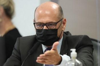 Segundo diretor do Butantan, posição do presidente Jair Bolsonaro em relação à Coronavac paralisou as tratativas entre o instituto e o Ministério da Saúde