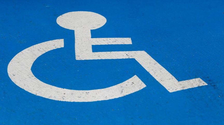 Estacionamento indicado para pessoa com deficiência física