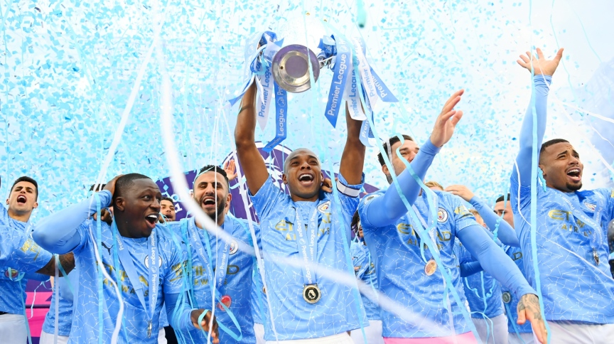 Jogadores do City celebram conquista do Campeonato Inglês; clube ainda busca título da Liga dos Campeões