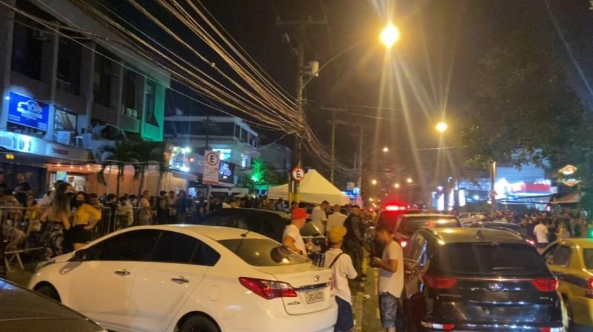 Cidade do Rio de Janeiro registra aglomeração em bares na madrugada deste sábado (28)