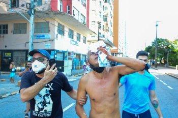 Policiais militares dispersaram o protesto com bombas de gás e balas de borracha; duas pessoas foram atingidas nos olhos e perderam parte da visão