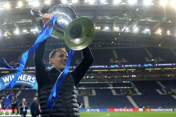 Em apenas quatro meses, técnico alemão transformou forma de jogar da equipe londrina, que entra para o grupo de favoritos ao título da liga inglesa