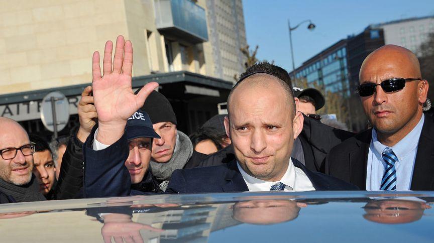 Naftali Bennett, líder partido de direita Yamina, anunciou neste domingo (30) que está trabalhando em prol de um acordo de coalizão com Yair Lapid