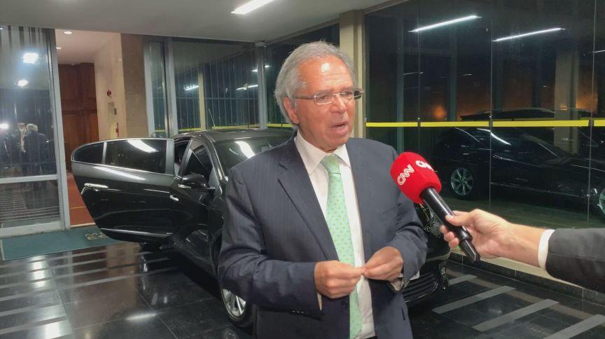 O ministro da Economia, Paulo Guedes, em entrevista à CNN (01.jun.2021)