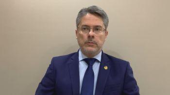 """Em entrevista à CNN, o senador suplente da comissão Alessandro Vieira (Cidadania-SE) afirmou que a oncologista tentou """"enganar os senadores e o Brasil"""""""