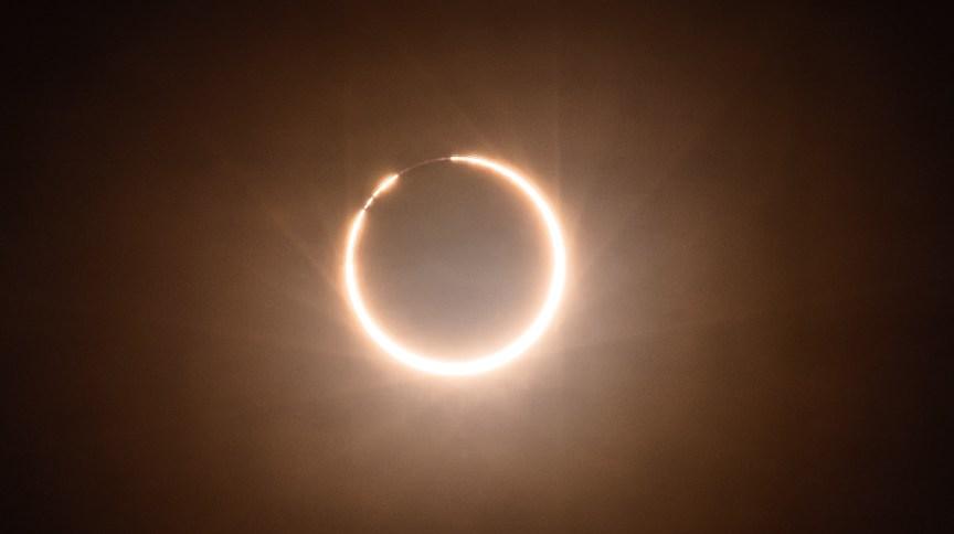 Eclipse anular do Sol visto da China em 2020