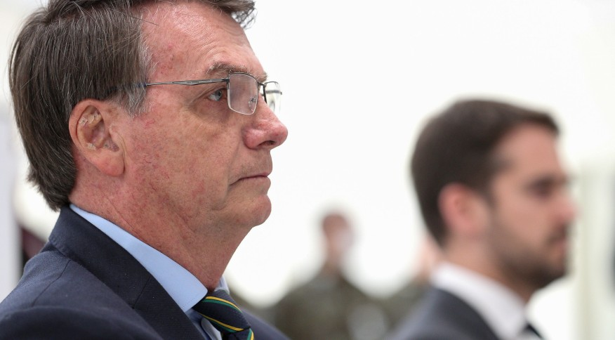 O presidente Jair Bolsonaro em visita ao Centro de Operação de Combate a COVID-19 em Porto Alegre